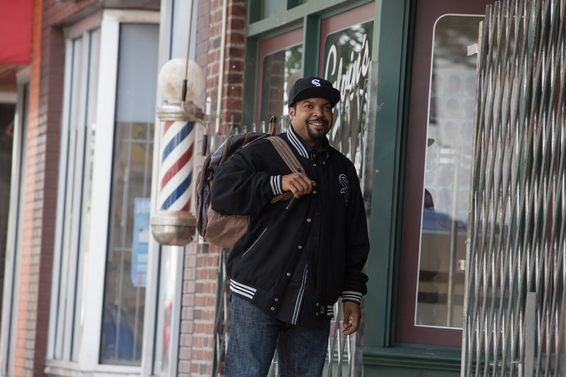 ICE CUBE as Calvin in Barbershop: The Next Cut