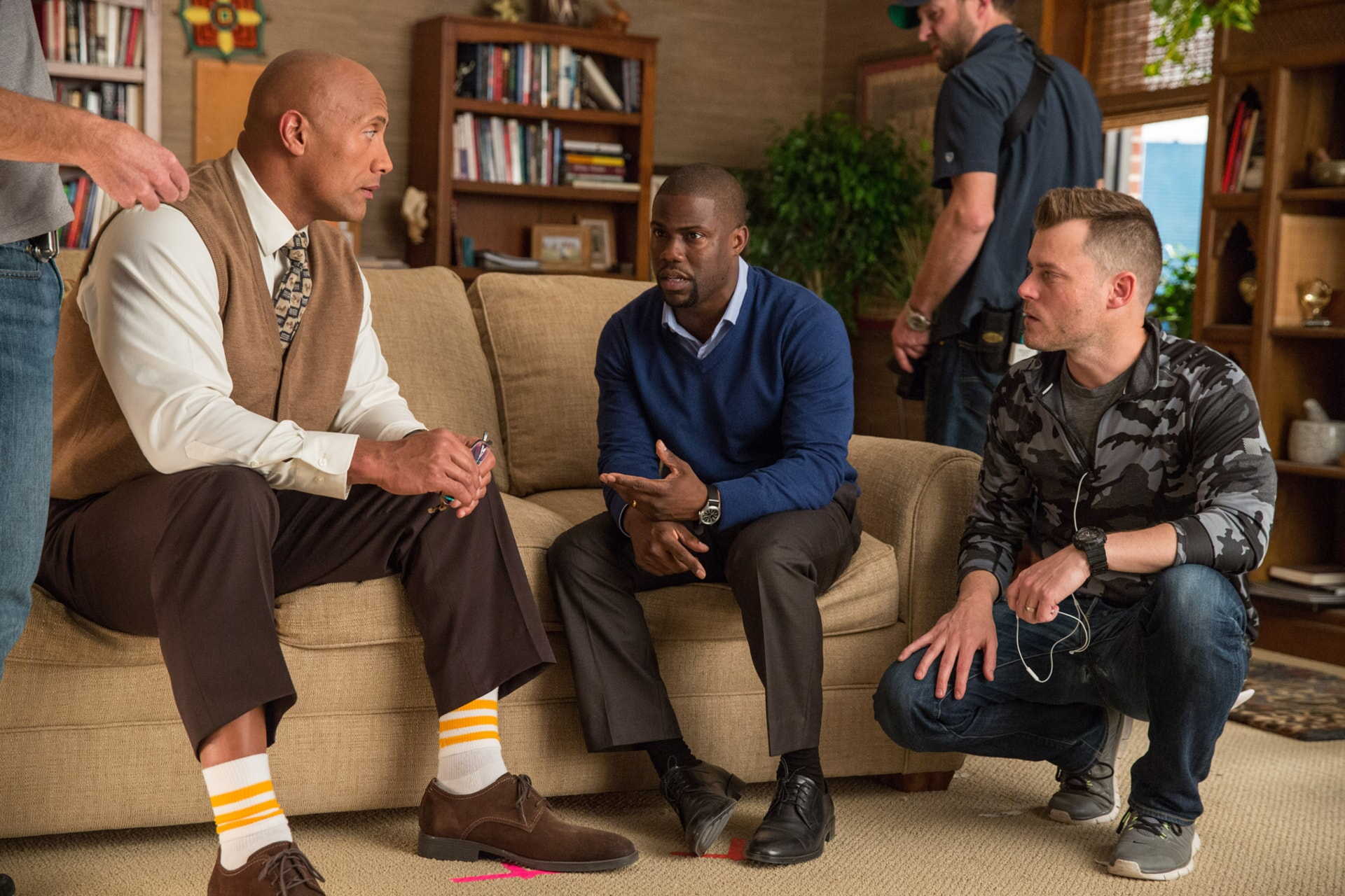 DWAYNE JOHNSON, KEVIN HART and director RAWSON MARSHALL THURBER on the set