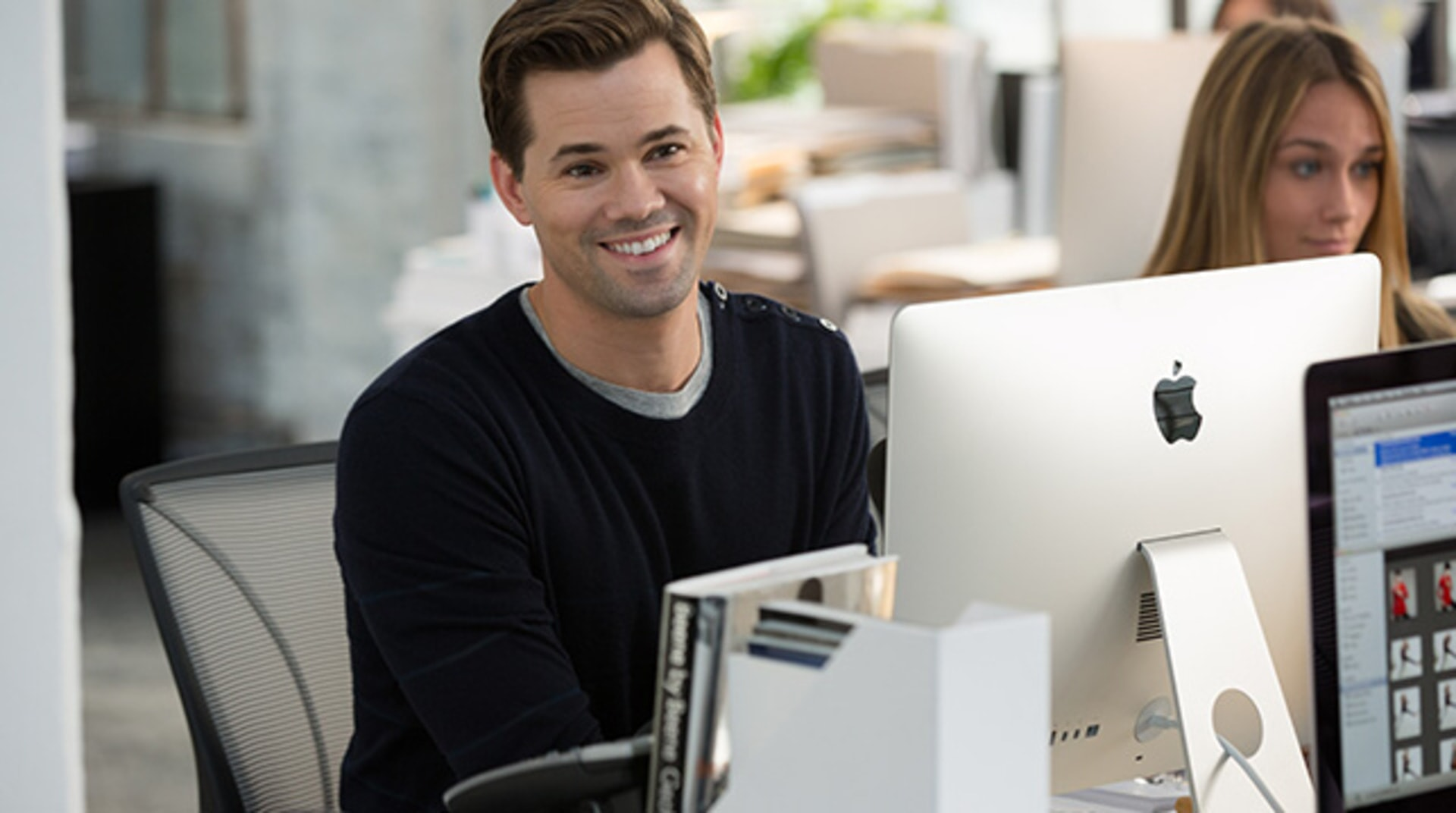 "ANDREW RANNELLS as Cameron in Warner Bros. Pictures' comedy ""THE INTERN."""