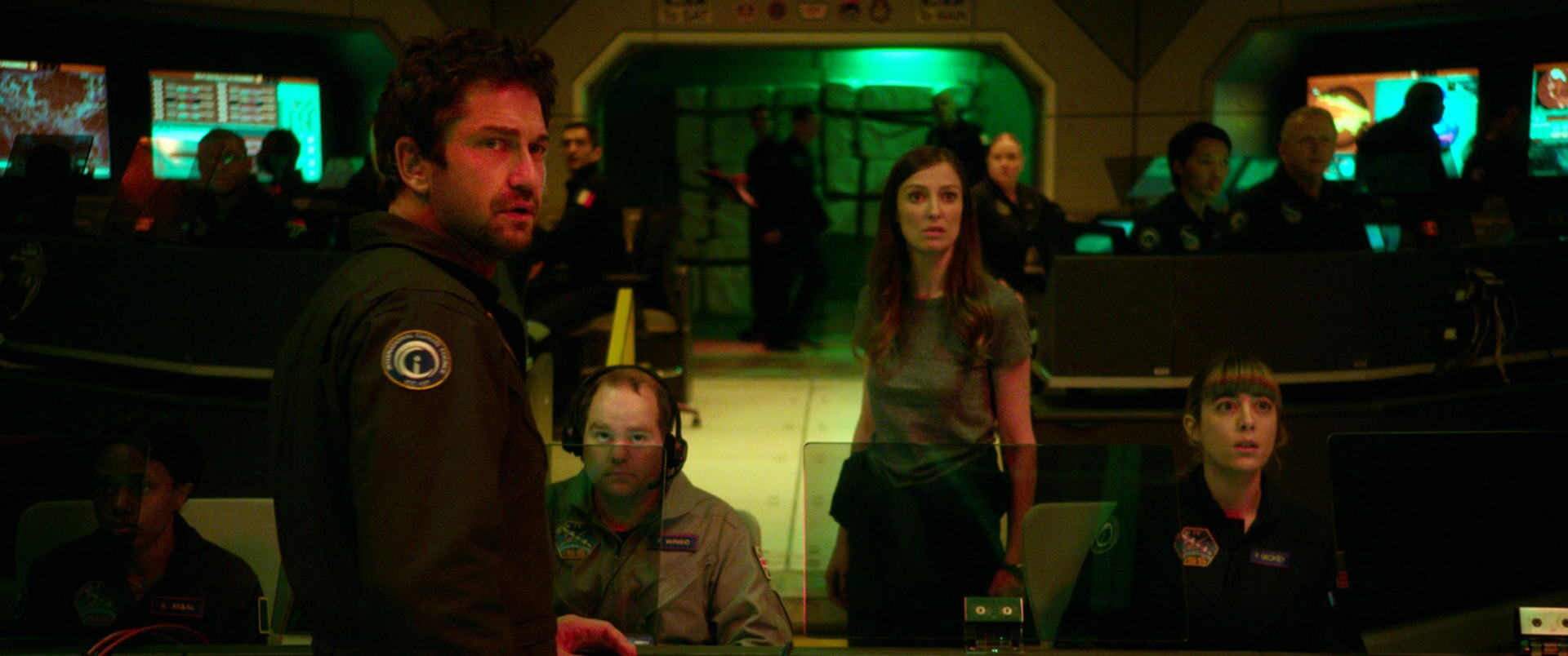 "GERARD BUTLER as Jake Lawson and ALEXANDRA MARIA LARA as Ute Fassbinder in Warner Bros. Pictures' and Skydance's suspense thriller ""GEOSTORM,"" a Warner Bros. Pictures release."