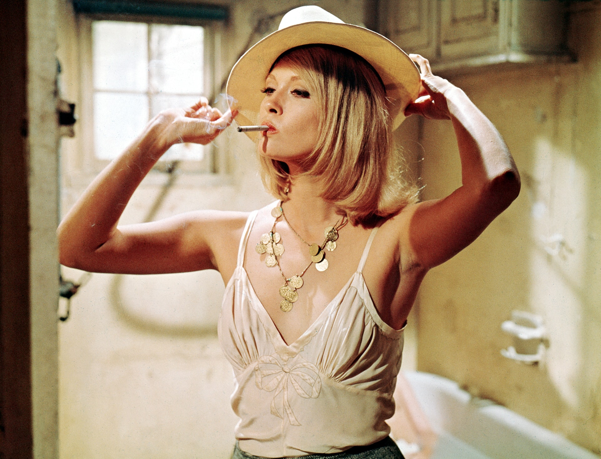 faye dunaway smoking a cigarette as bonnie parker in bonnie and clyde