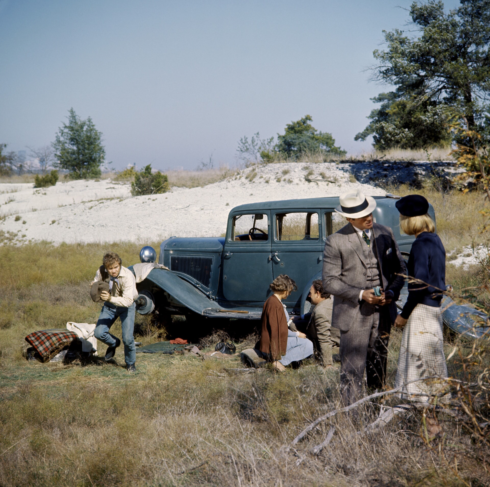 michael j. pollard, estelle parsons, gene hackman, warren beatty and faye dunaway in a scene from bonnie and clyde