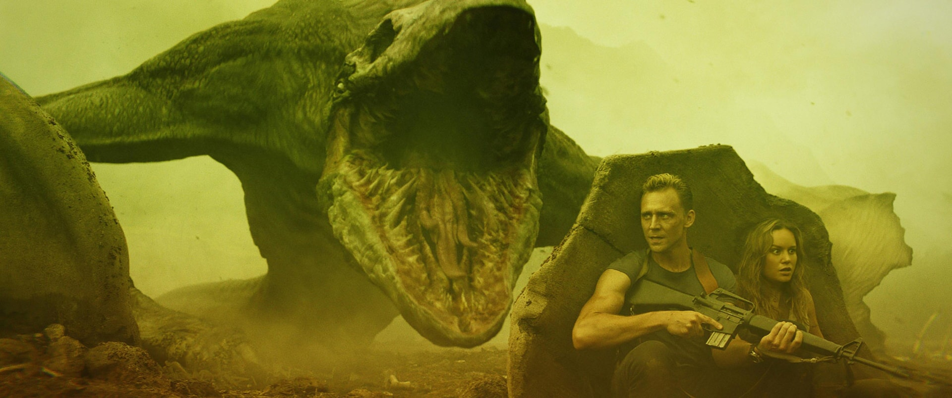 """TOM HIDDLESTON as James Conrad and BRIE LARSON as Mason Weaver in Warner Bros. Pictures', Legendary Pictures' and Tencent Pictures' action adventure """"KONG: SKULL ISLAND,"""" a Warner Bros. Pictures release."""