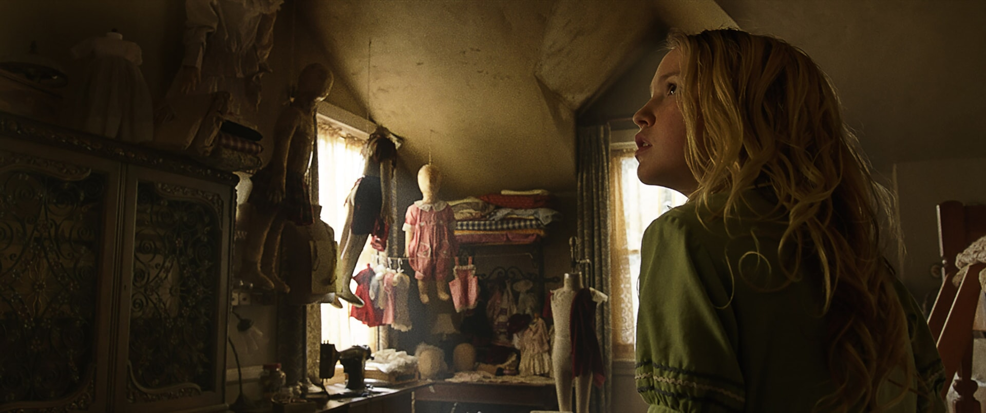 """TALITHA BATEMAN as Janice in New Line Cinema's supernatural thriller """"ANNABELLE: CREATION,"""" a Warner Bros. Pictures release."""