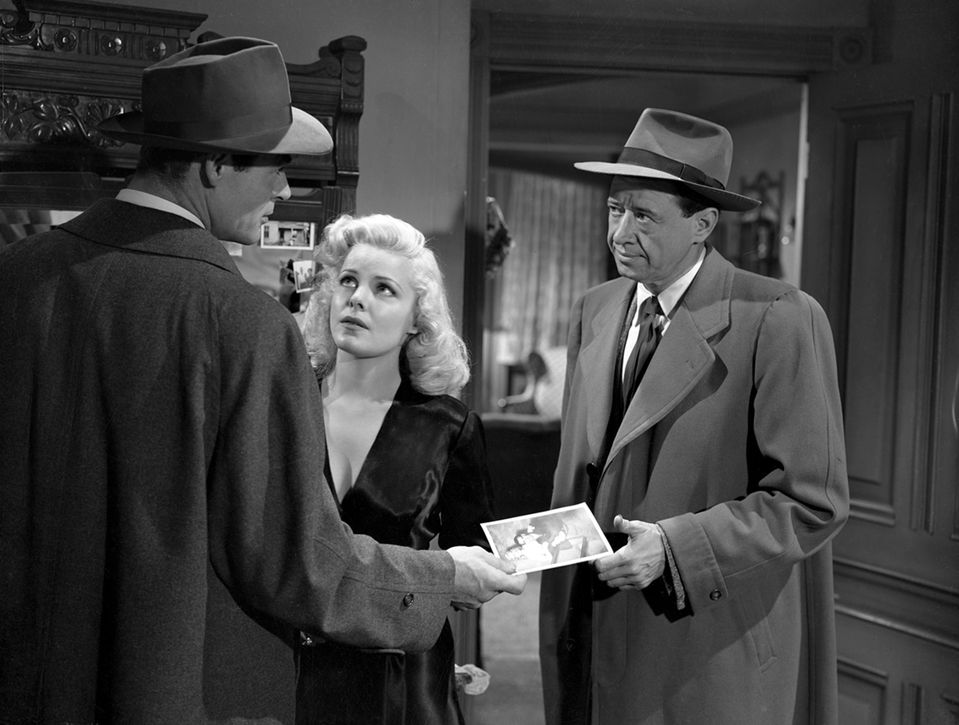 robert ryan, cleo moore and anthony ross in on dangerous ground