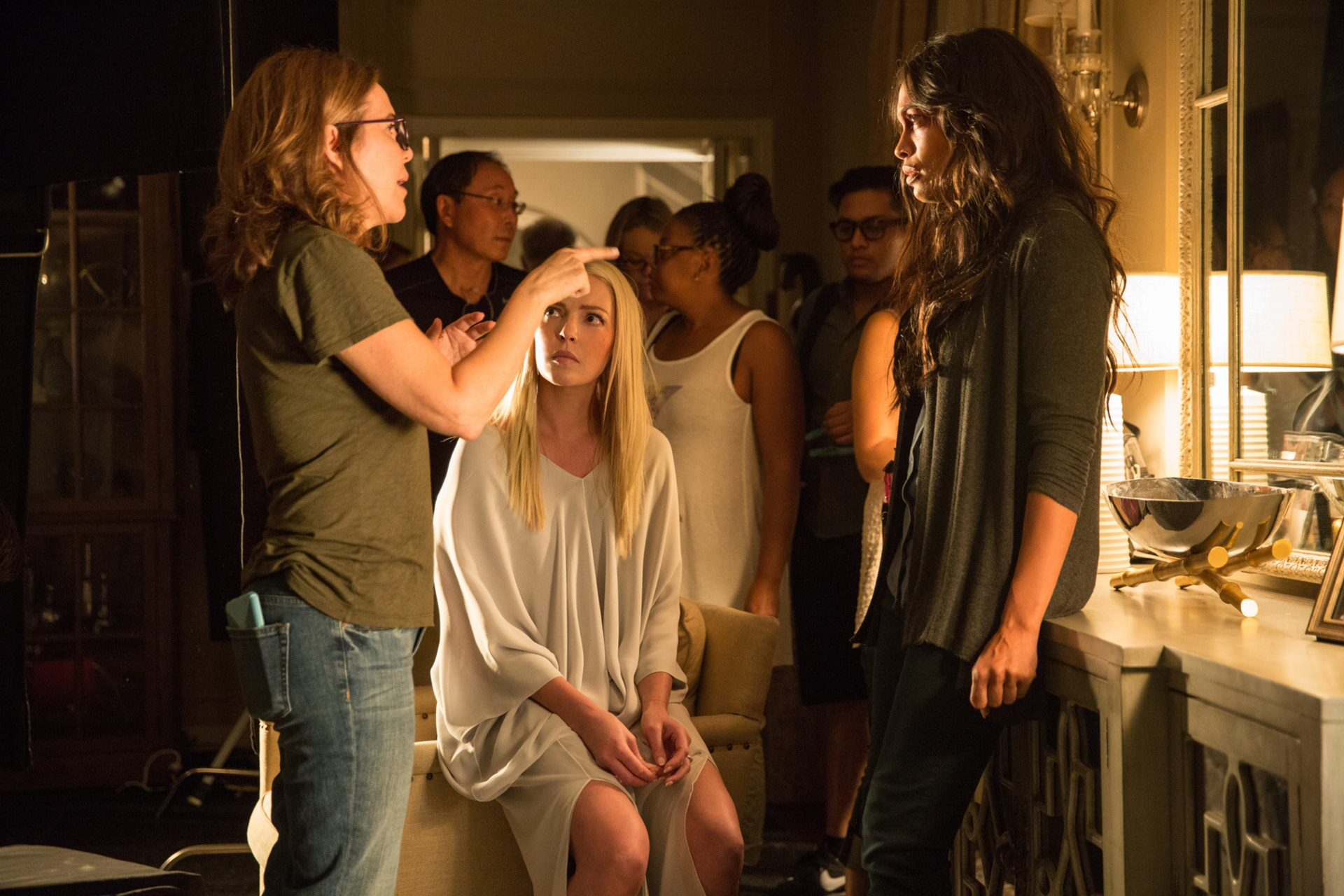"""Director/producer DENIS DI NOVI, KATHERINE HEIGL and ROSARIO DAWSON on the set of Warner Bros. Pictures' dramatic thriller """"UNFORGETTABLE,"""" a Warner Bros. Pictures release."""