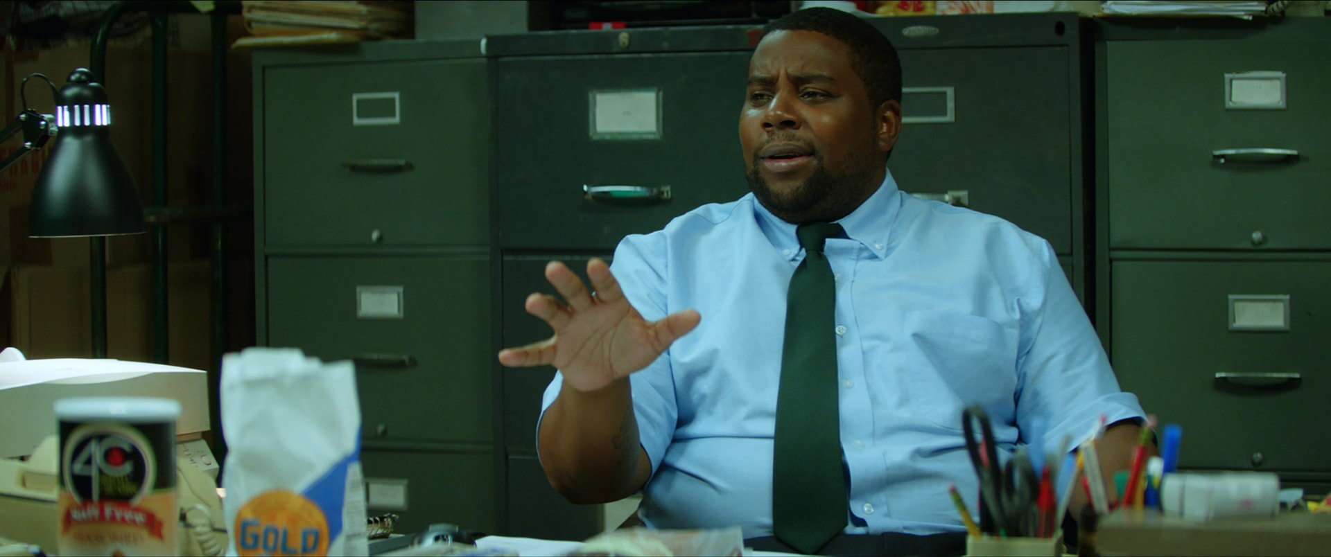 "KENAN THOMPSON as Manager Keith Schonfeld in the New Line Cinema and Village Roadshow comedy ""GOING IN STYLE,"" a Warner Bros. Pictures release."