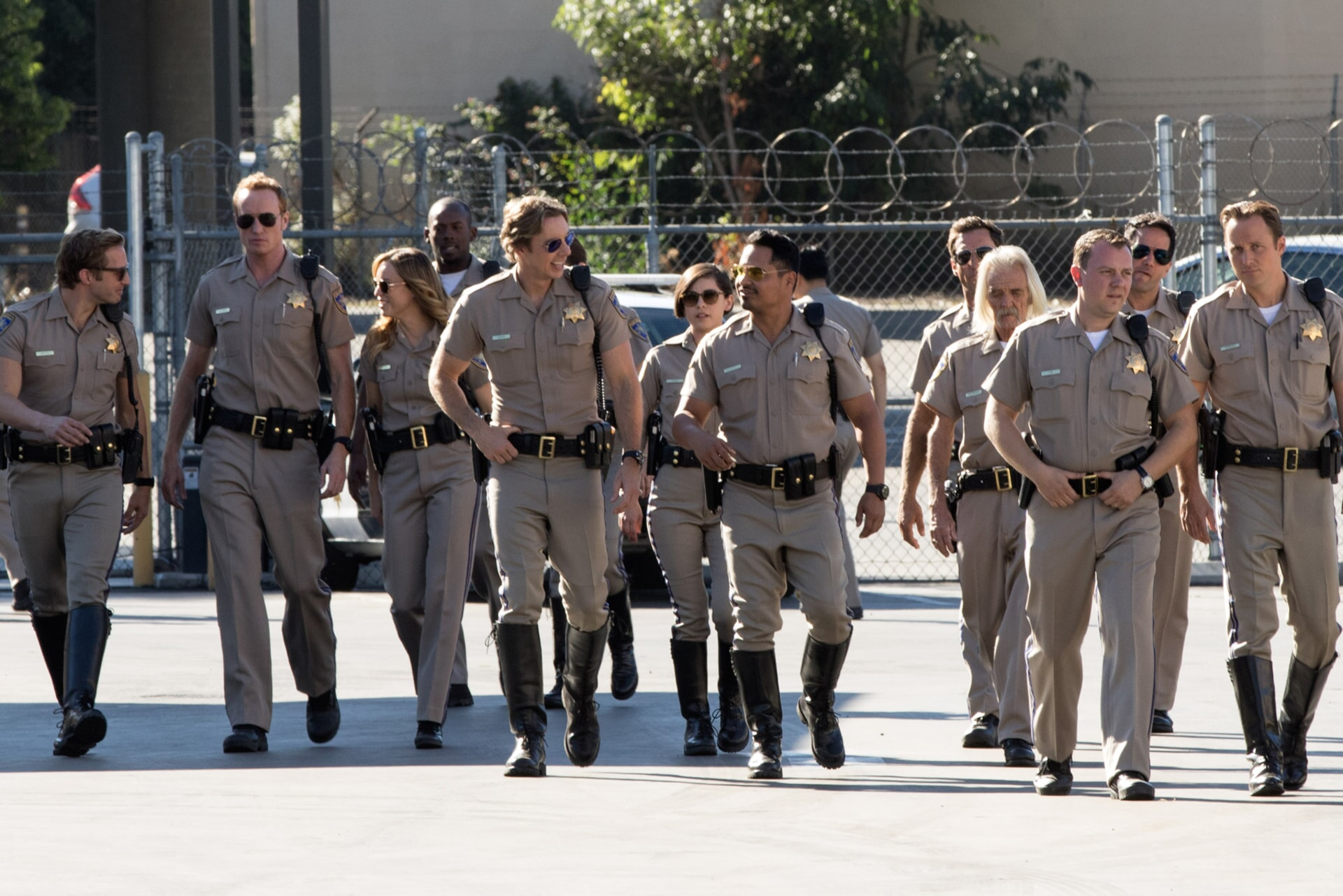 """RYAN HANSEN as Brian Grieves, JESS ROWLAND as Rathbun, JESSICA McNAMEE as Lindsey Taylor, DAX SHEPARD as Jon, ROSA SALAZAR as Ava Perez and MICHAEL PEÑA as Ponch in Warner Bros. Pictures' action comedy """"CHIPS,"""" a Warner Bros. Pictures release."""