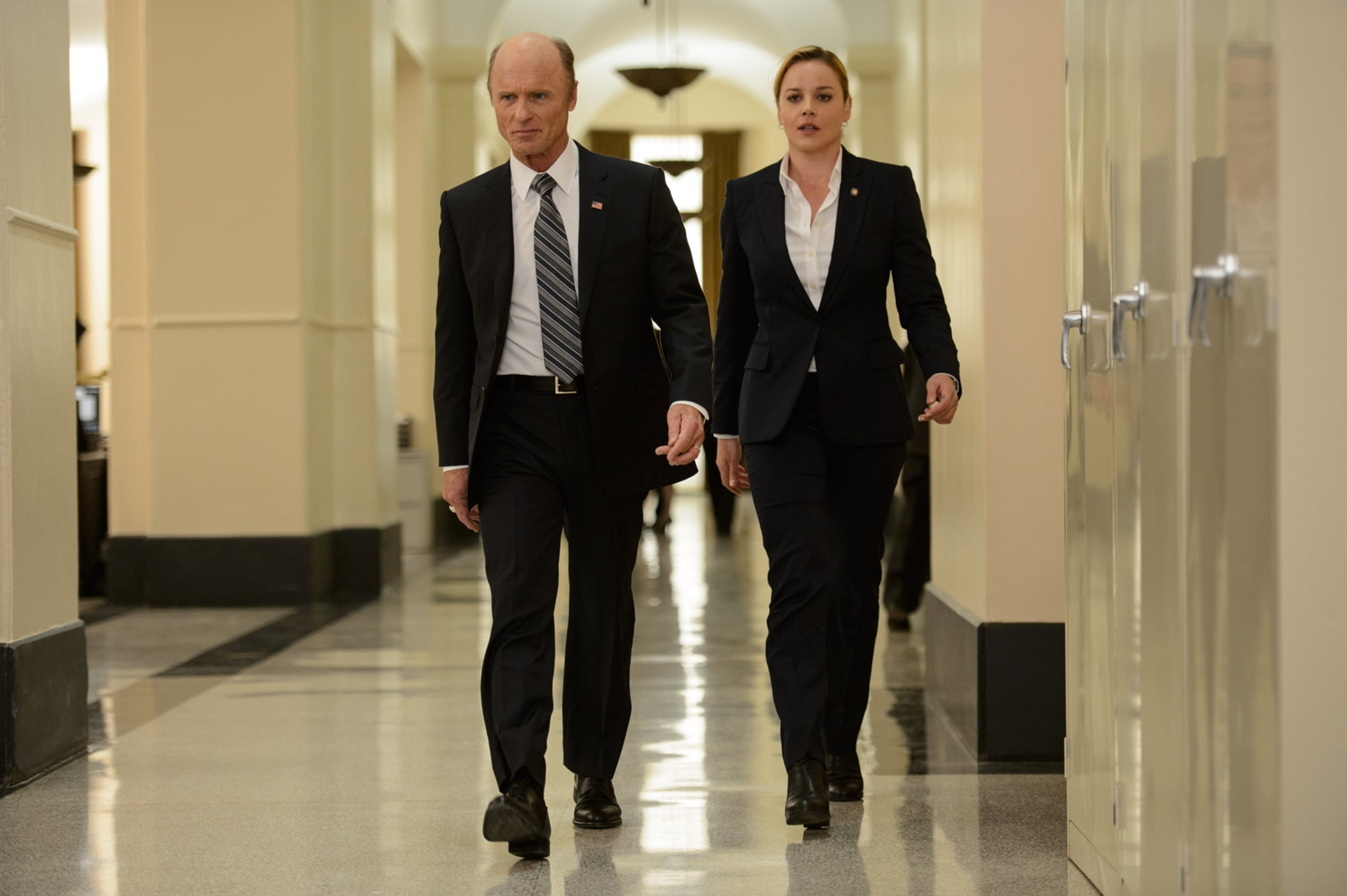 "ED HARRIS as Leonard Dekkom and ABBIE CORNISH as Sarah Wilson in Warner Bros. Pictures' and Skydance's suspense thriller ""GEOSTORM,"" a Warner Bros. Pictures release."