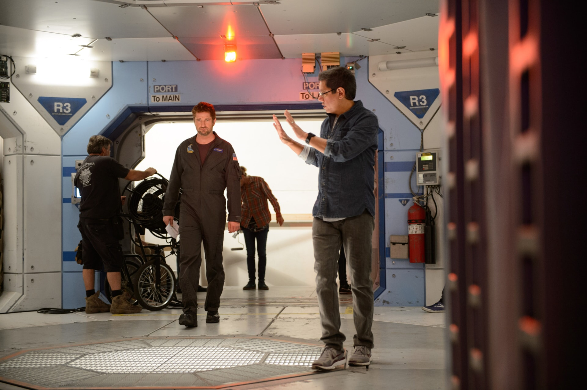 "GERARD BUTLER and director DEAN DEVLIN on the set of Warner Bros. Pictures' and Skydance's suspense thriller ""GEOSTORM,"" a Warner Bros. Pictures release."