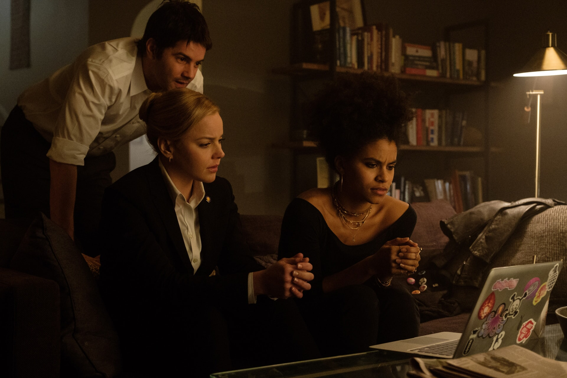 "JIM STURGESS as Max Lawson, ABBIE CORNISH as Sarah Wilson and ZAZIE BEETZ as Dana in Warner Bros. Pictures' and Skydance's suspense thriller ""GEOSTORM,"" a Warner Bros. Pictures release."