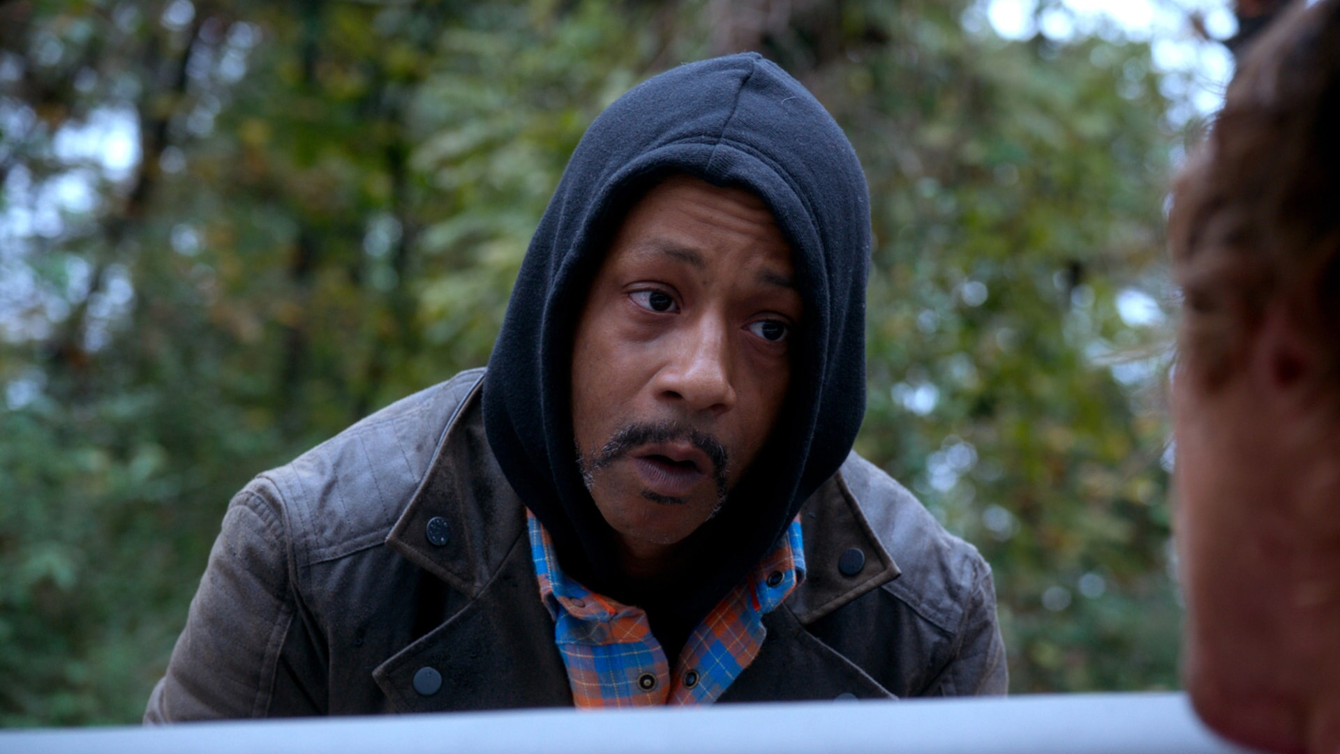 "KATT WILLIAMS as Hitchhiker in Alcon Entertainment's comedy ""FATHER FIGURES,"" a Warner Bros. Pictures release."