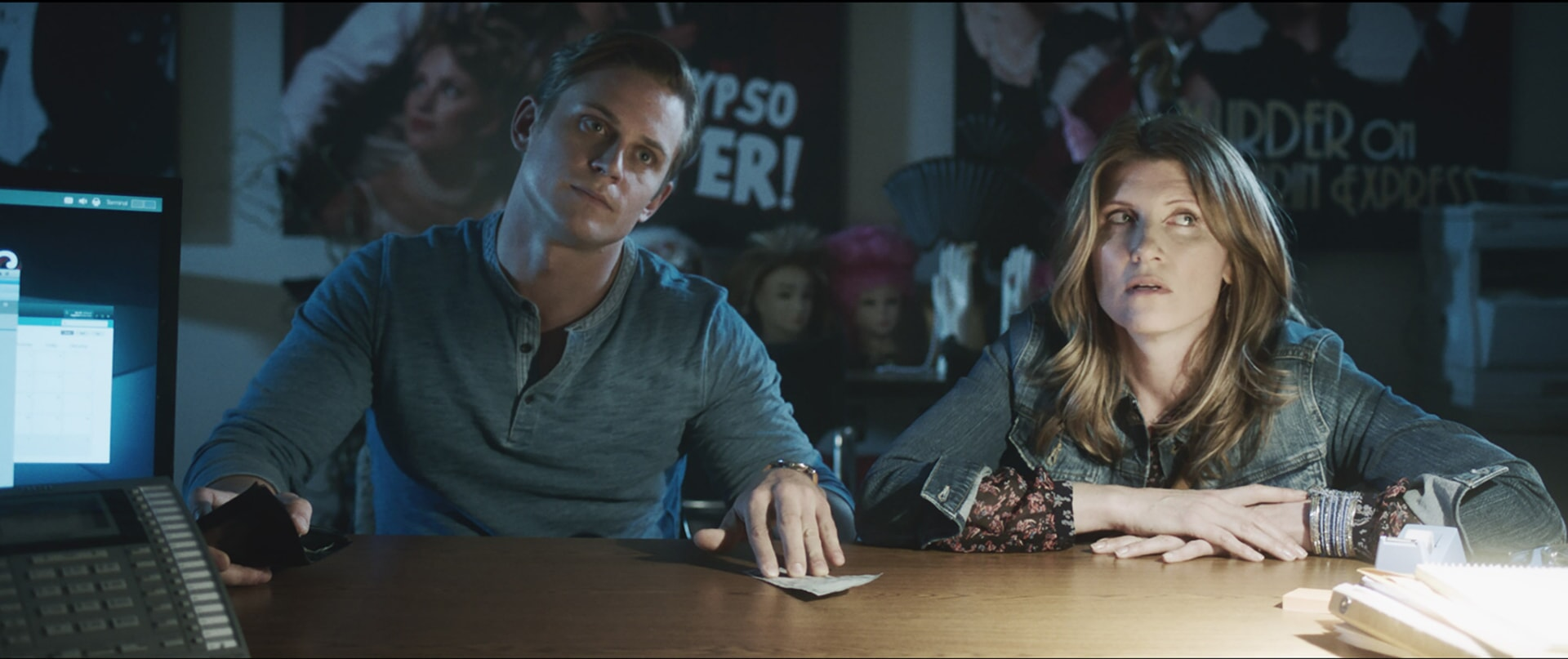 """BILLY MAGNUSSEN as Ryan and SHARON HORGAN as Sarah in New Line Cinema's action comedy """"GAME NIGHT,"""" a Warner Bros. Pictures release."""