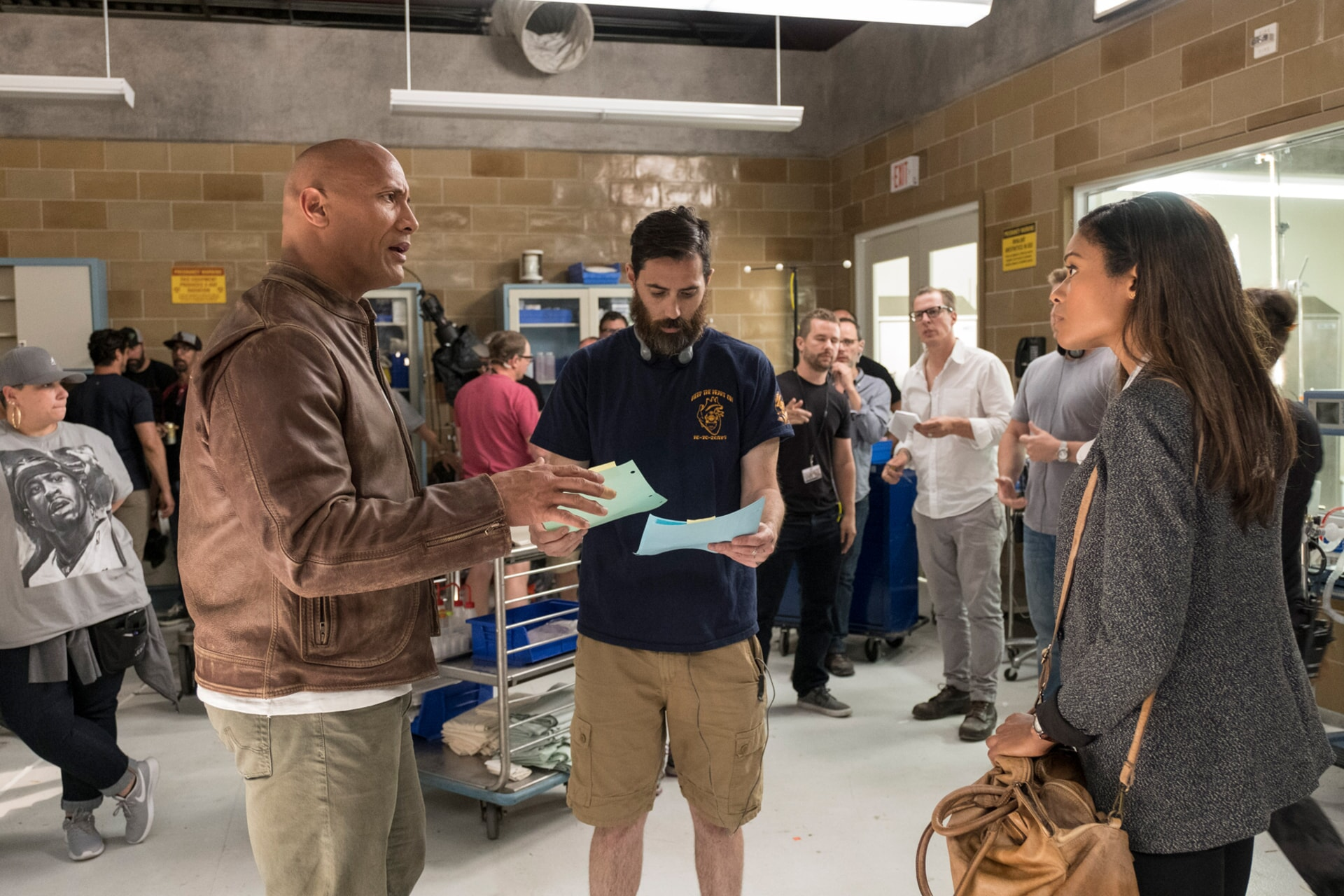 """(Front L-R) DWAYNE JOHNSON, director/producer BRAD PEYTON and NAOMIE HARRIS on the set of New Line Cinema's and ASAP Entertainment's action adventure """"RAMPAGE,"""" a Warner Bros. Pictures release."""