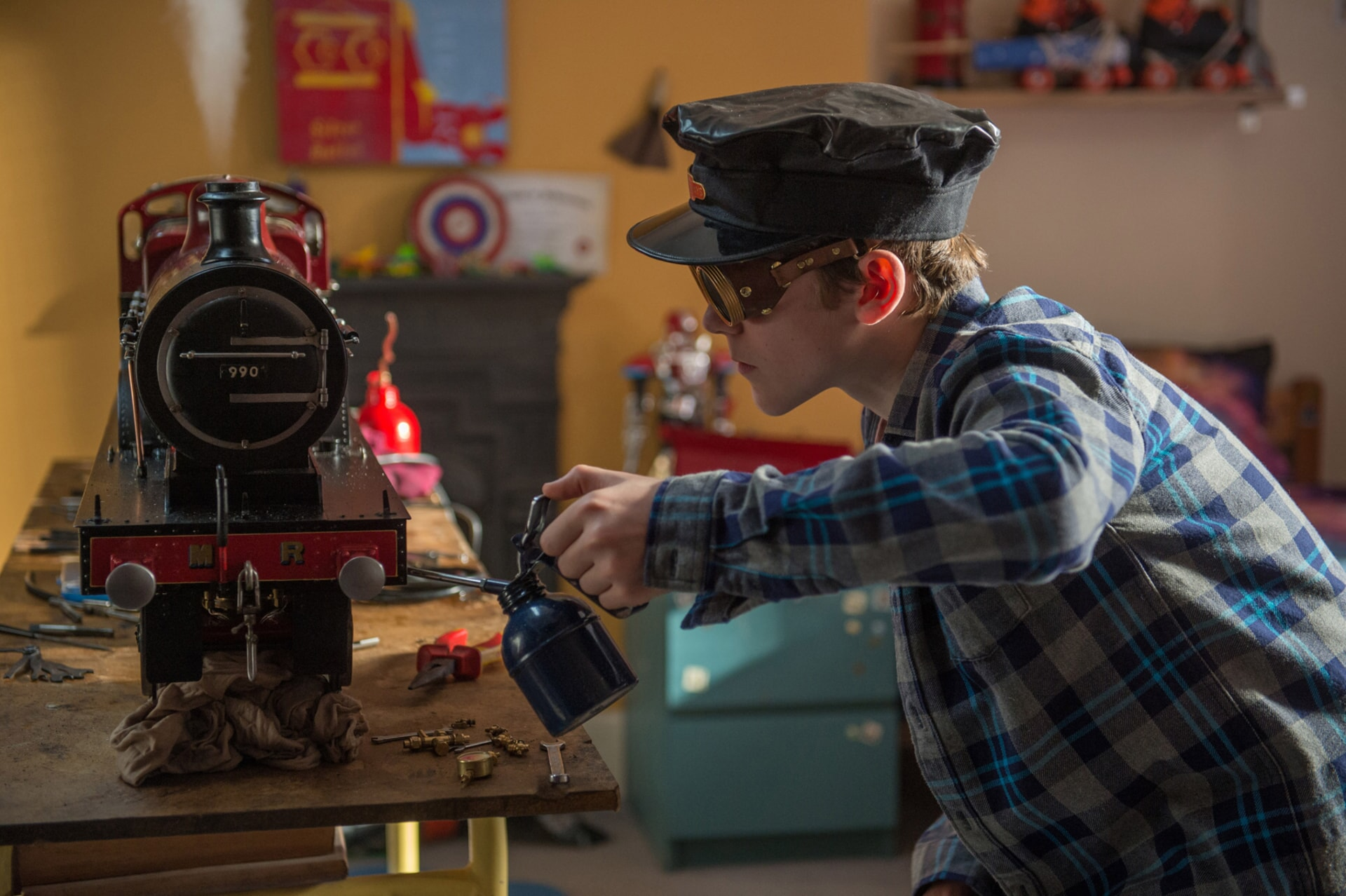 """SAMUEL JOSLIN as Jonathan Brown in the family adventure """"PADDINGTON 2,"""" from Warner Bros. Pictures and STUDIOCANAL, in association with Anton Capital Entertainment S.C.A., a Warner Bros. Pictures release."""