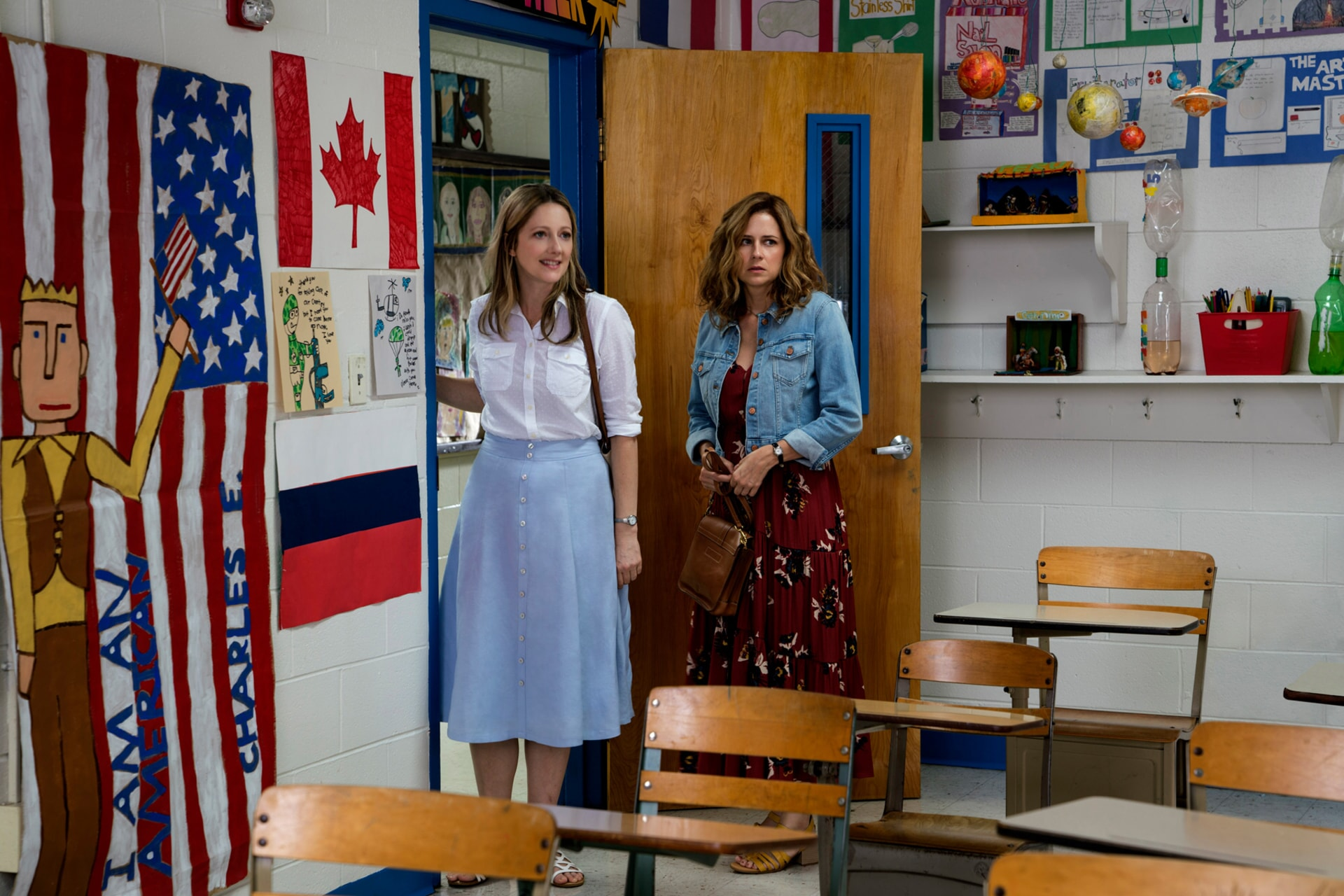 """JUDY GREER as Joyce and JENNA FISCHER as Heidi in Warner Bros. Pictures' and Village Roadshow Pictures' """"THE 15:17 TO PARIS,"""" a Warner Bros. Pictures release."""