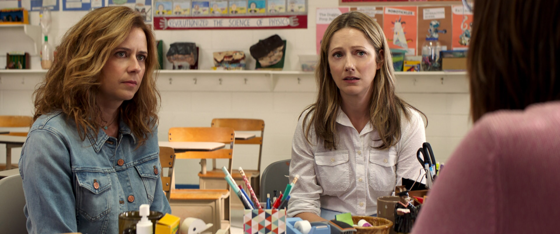 """JENNA FISCHER as Heidi and JUDY GREER as Joyce in Warner Bros. Pictures' and Village Roadshow Pictures' """"THE 15:17 TO PARIS,"""" a Warner Bros. Pictures release."""