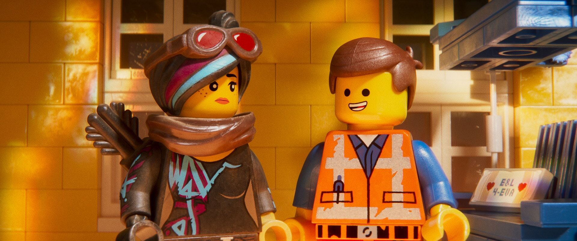 (L-R) Lucy/Wyldstyle (ELIZABETH BANKS) and Emmet (CHRIS PRATT)