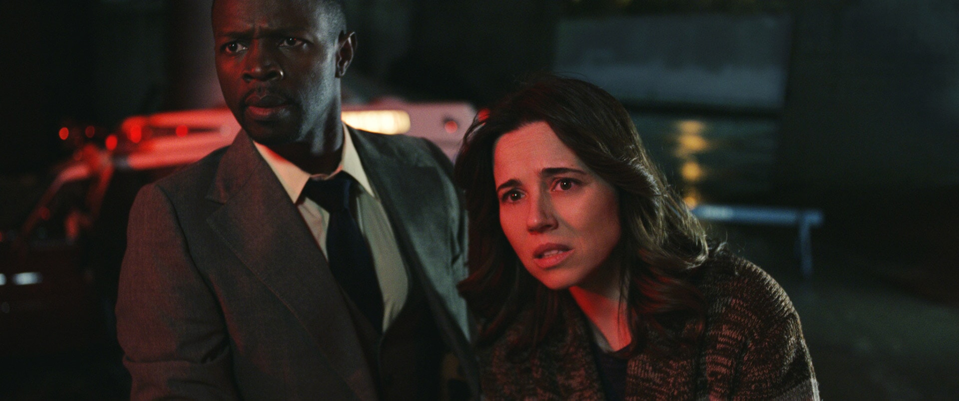 (L-R) SEAN PATRICK THOMAS as Detective Cooper and LINDA CARDELLINI as Anna Tate-Garcia