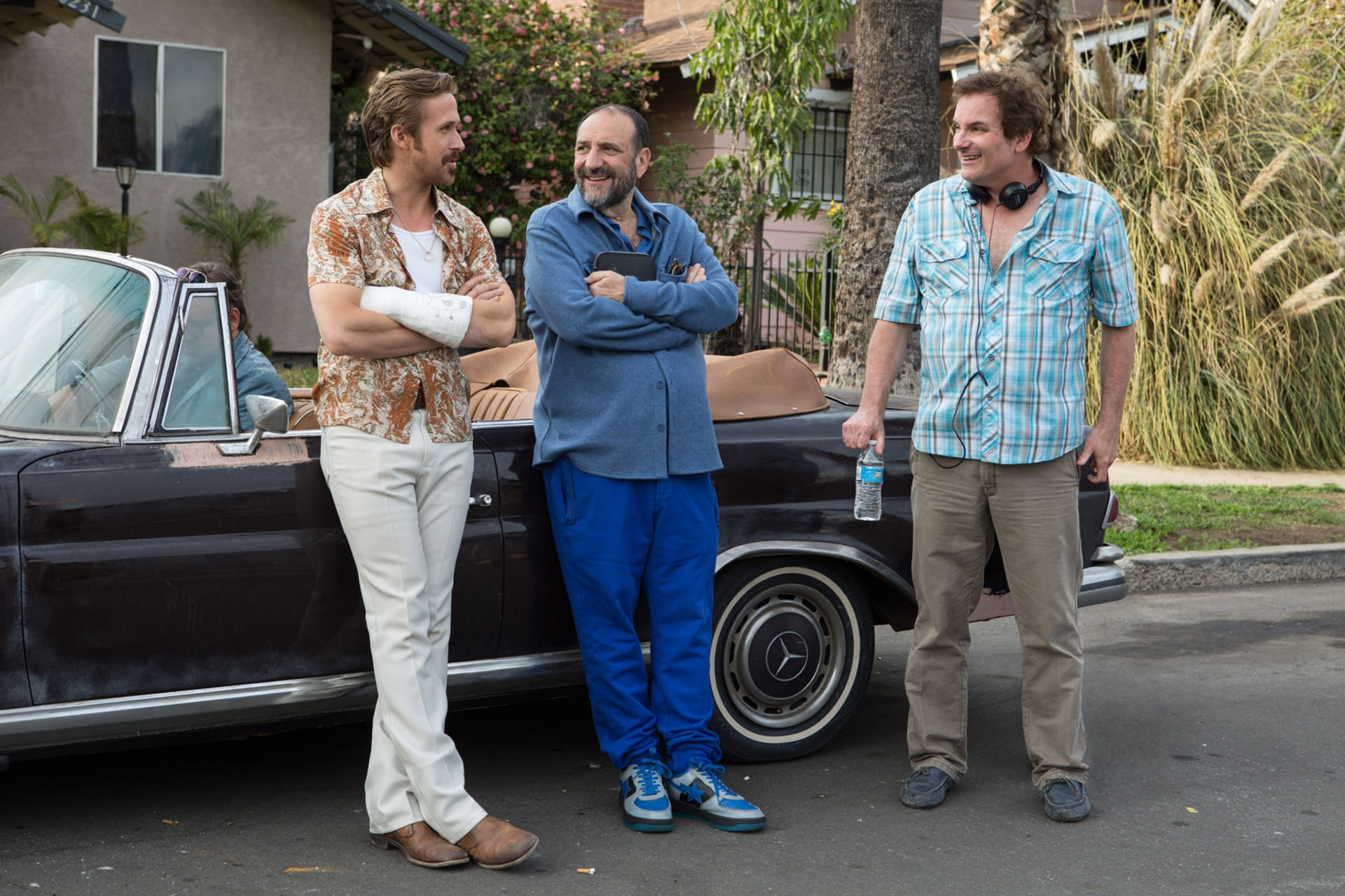 RYAN GOSLING, producer JOEL SILVER and writer/director SHANE BLACK on the set of The Nice Guys