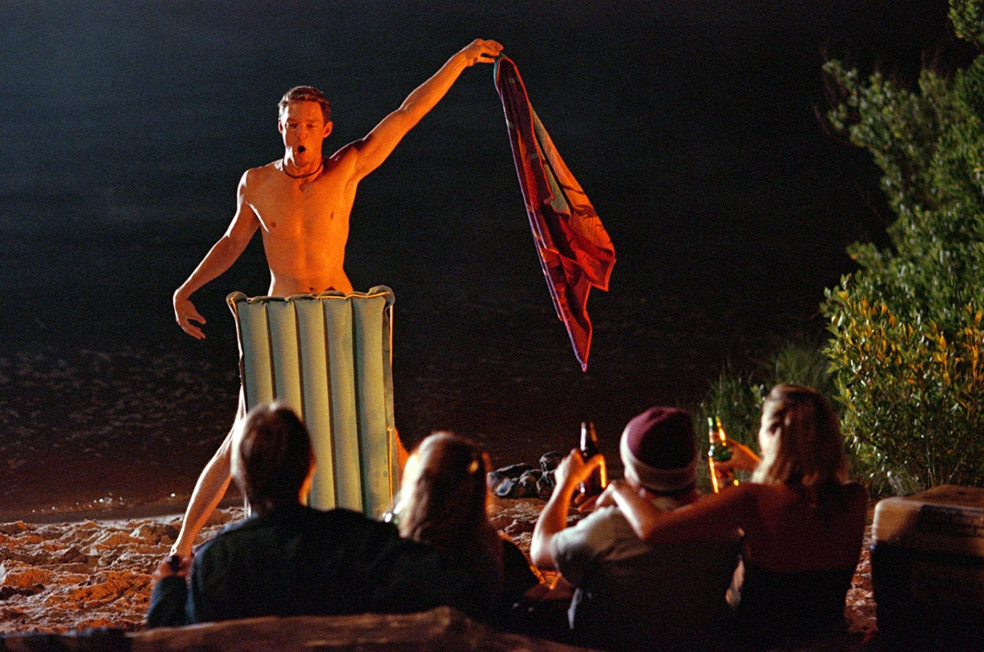 Matthew Lillard puts on a strip show on the beach in summer catch
