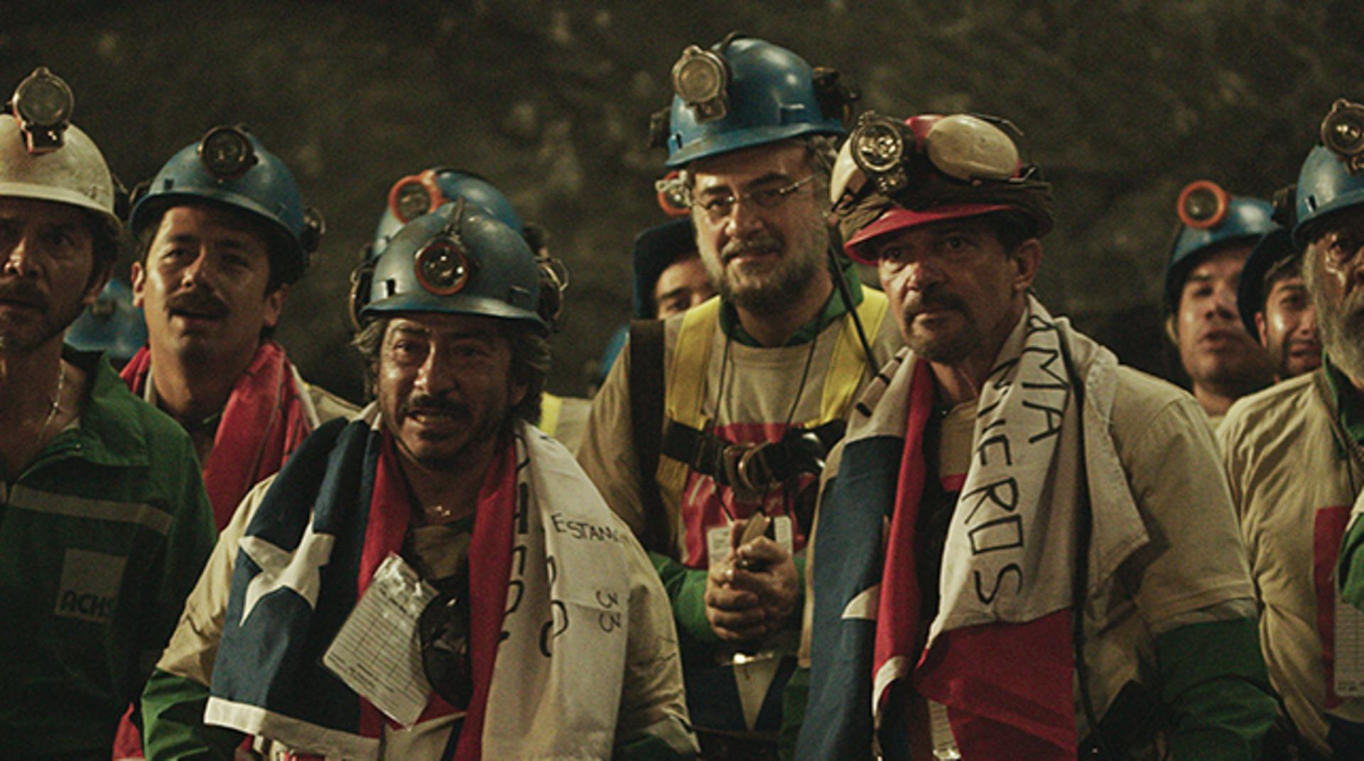 "LOU DIAMOND PHILLIPS as Luis Urzua and (right, red helmet) ANTONIO BANDERAS as Mario Sepúlveda in Alcon Entertainment's true-life drama ""THE 33,"" a Warner Bros. Pictures Release."