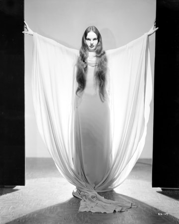Full publicity shot of Carroll Borland as Luna Mora with her arms spread out.