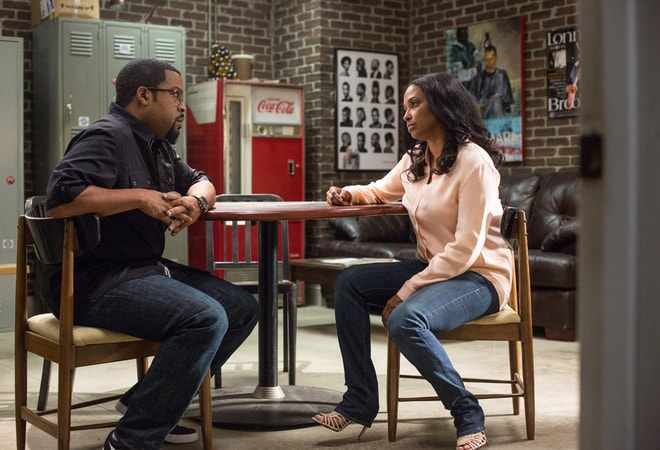 ICE CUBE as Calvin and JAZSMIN LEWIS-KELLEY as Jennifer in Barbershop: The Next Cut