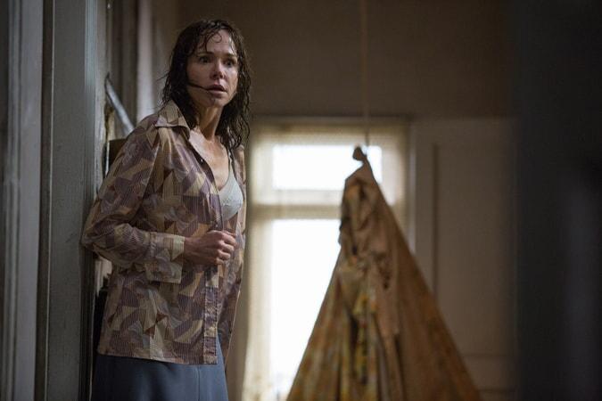 Soaking wet FRANCES O'CONNOR as Peggy Hodgson