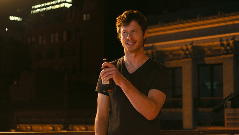 "ANDERS HOLM as Tom in New Line Cinema's, Metro-Goldwyn-Mayer Pictures' and Flower Films' comedy ""HOW TO BE SINGLE,"" a Warner Bros. Pictures release."