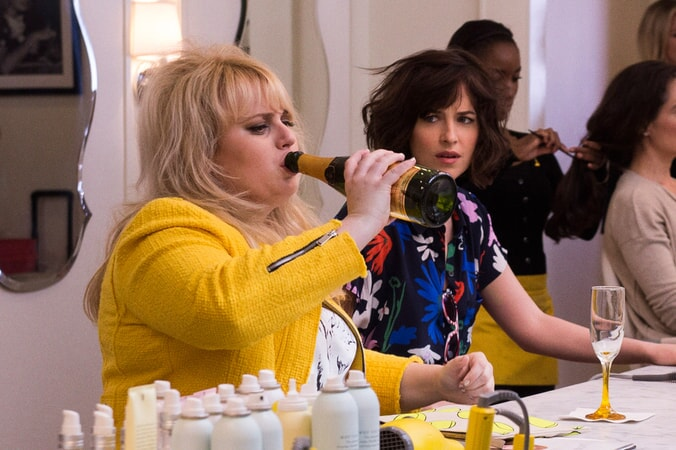 "DAKOTA JOHNSON as Alice and REBEL WILSON as Robin in New Line Cinema's comedy ""HOW TO BE SINGLE,"" a Warner Bros. Pictures release."