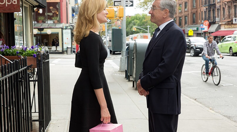 "RENE RUSSO as Fiona and ROBERT DE NIRO as Ben Whittaker in Warner Bros. Pictures' comedy ""THE INTERN."""