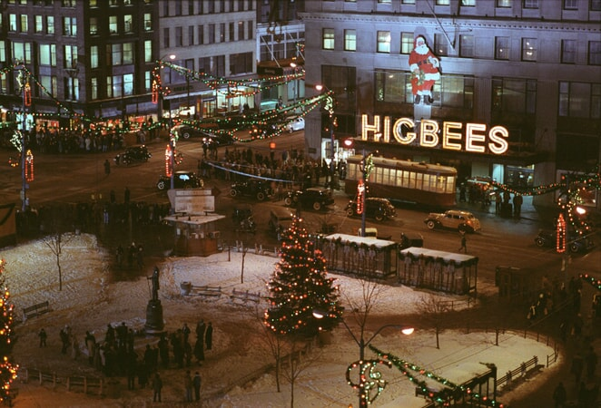 Wide shot of exterior of Higbees department store at Christmas time