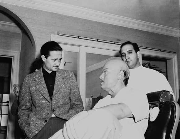 BTS shot of cinematographer Gregg Toland, Orson Welles as Charles Foster Kane and makeup artist Maurice Seiderman.