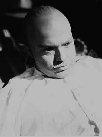 Medium shot of Orson Welles as Charles Foster Kane, wearing age make-up.