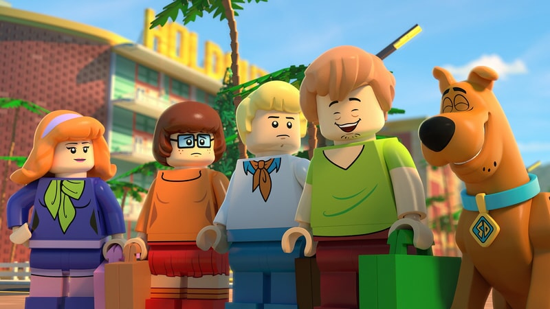 daphne, velma, fred, shaggy and scooby pictured in LEGO Scooby-Doo: Blowout Beach Bash
