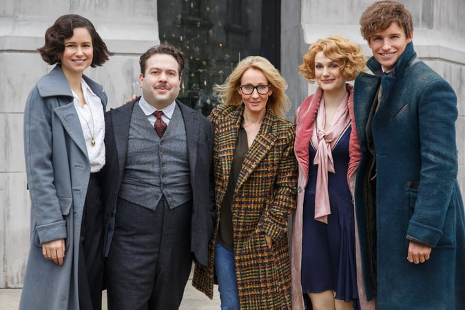 """KATHERINE WATERSTON, DAN FOGLER, screenwriter/producer J.K. ROWLING, ALISON SUDOL and EDDIE REDMAYNE on the set of Warner Bros. Pictures' fantasy adventure """"FANTASTIC BEASTS AND WHERE TO FIND THEM,"""" a Warner Bros. Pictures release."""
