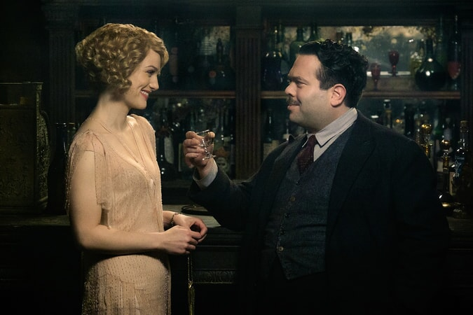 "ALISON SUDOL as Queenie and DAN FOGLER as Jacob in Warner Bros. Pictures' fantasy adventure ""FANTASTIC BEASTS AND WHERE TO FIND THEM,"" a Warner Bros. Pictures release."