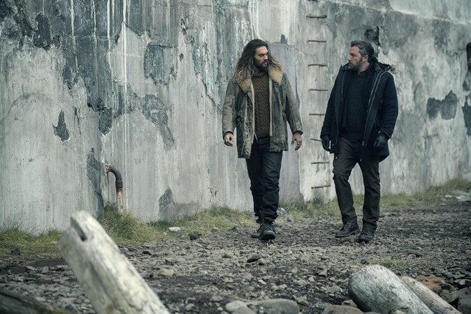 "JASON MOMOA as Arthur Curry and BEN AFFLECK as Bruce Wayne in Warner Bros. Pictures' action adventure ""JUSTICE LEAGUE,"" a Warner Bros. Pictures release."