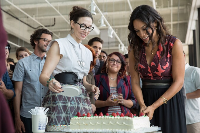 """WHITNEY CUMMINGS as Ali and ROSARIO DAWSON as Julia Banks in Warner Bros. Pictures' dramatic thriller """"UNFORGETTABLE,"""" a Warner Bros. Pictures release."""