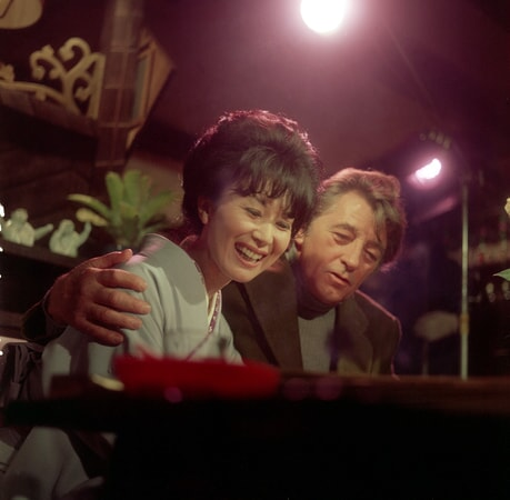 Keiko Kishi and robert mitchum share a laugh in the yakuza