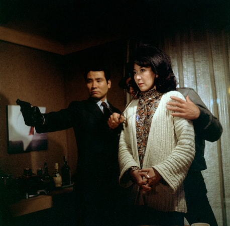 Keiko Kishi is held hostage in the yakuza