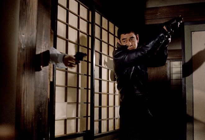 Takakura Ken disarms a bad guy in the yakuza