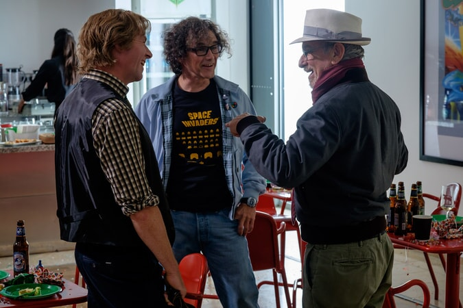 "(L-R) SIMON PEGG, MARK RYLANCE and director/producer STEVEN SPIELBERG on the set of Warner Bros. Pictures', Amblin Entertainment's and Village Roadshow Pictures' action adventure ""READY PLAYER ONE,"" a Warner Bros. Pictures release."