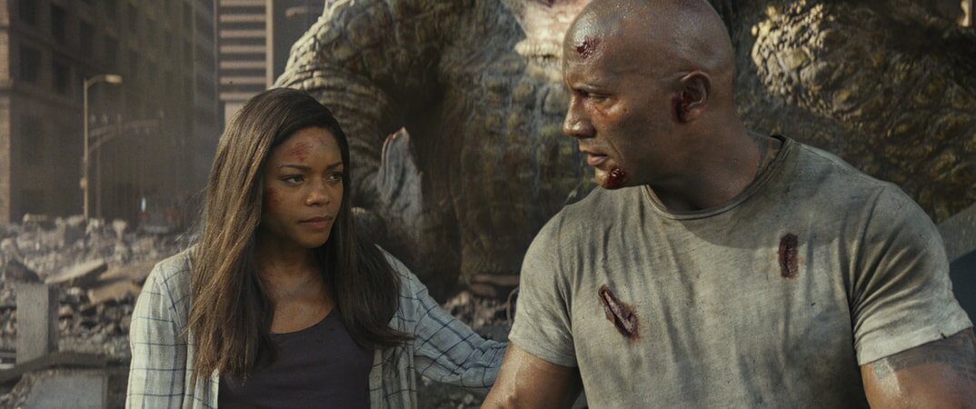 "(L-R) NAOMIE HARRIS as Dr. Kate Caldwell and DWAYNE JOHNSON as Davis Okoye in New Line Cinema's and ASAP Entertainment's action adventure ""RAMPAGE,"" a Warner Bros. Pictures release."