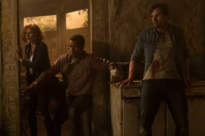 (L-r) JESSICA CHASTAIN as Beverly Marsh, ISAIAH MUSTAFA as Mike Hanlon and JAY RYAN as Ben Hascomb
