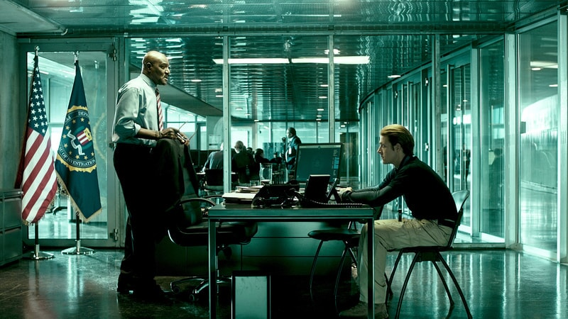 "DELROY LINDO as Instructor Hall and LUKE BRACEY as Utah in Alcon Entertainment's action thriller ""POINT BREAK,"" a Warner Bros. Pictures release."