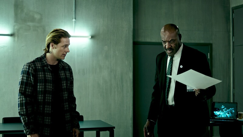"LUKE BRACEY as Utah and DELROY LINDO as Instructor Hall in Alcon Entertainment's action thriller ""POINT BREAK,"" a Warner Bros. Pictures release."