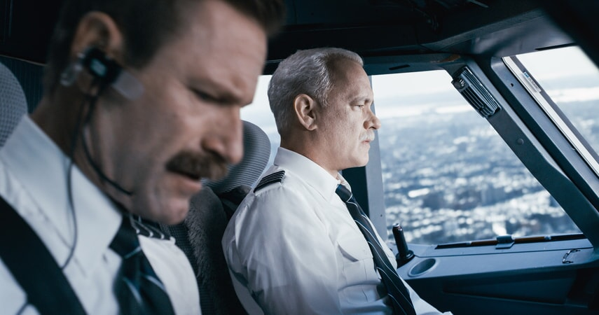 "AARON ECKHART as Jeff Skiles and TOM HANKS as Chesley ""Sully"" Sullenberger in Warner Bros. Pictures' and Village Roadshow Pictures' drama ""SULLY,"" a Warner Bros. Pictures release."