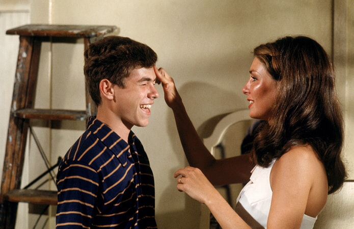 gary grimes and jennifer o'neill in summer of 42